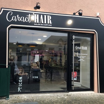 Devanture du salon de coiffure Caract'Hair